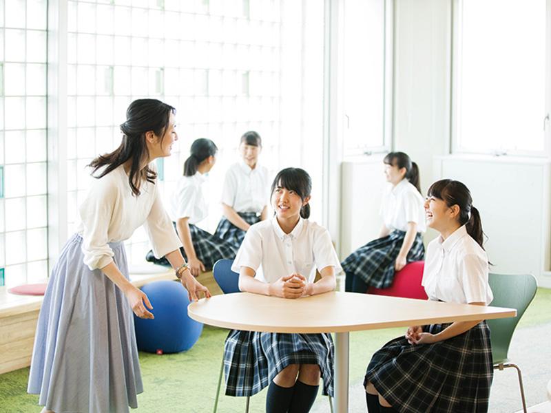 女子生徒が会話や着替えに使用する女子ラウンジ